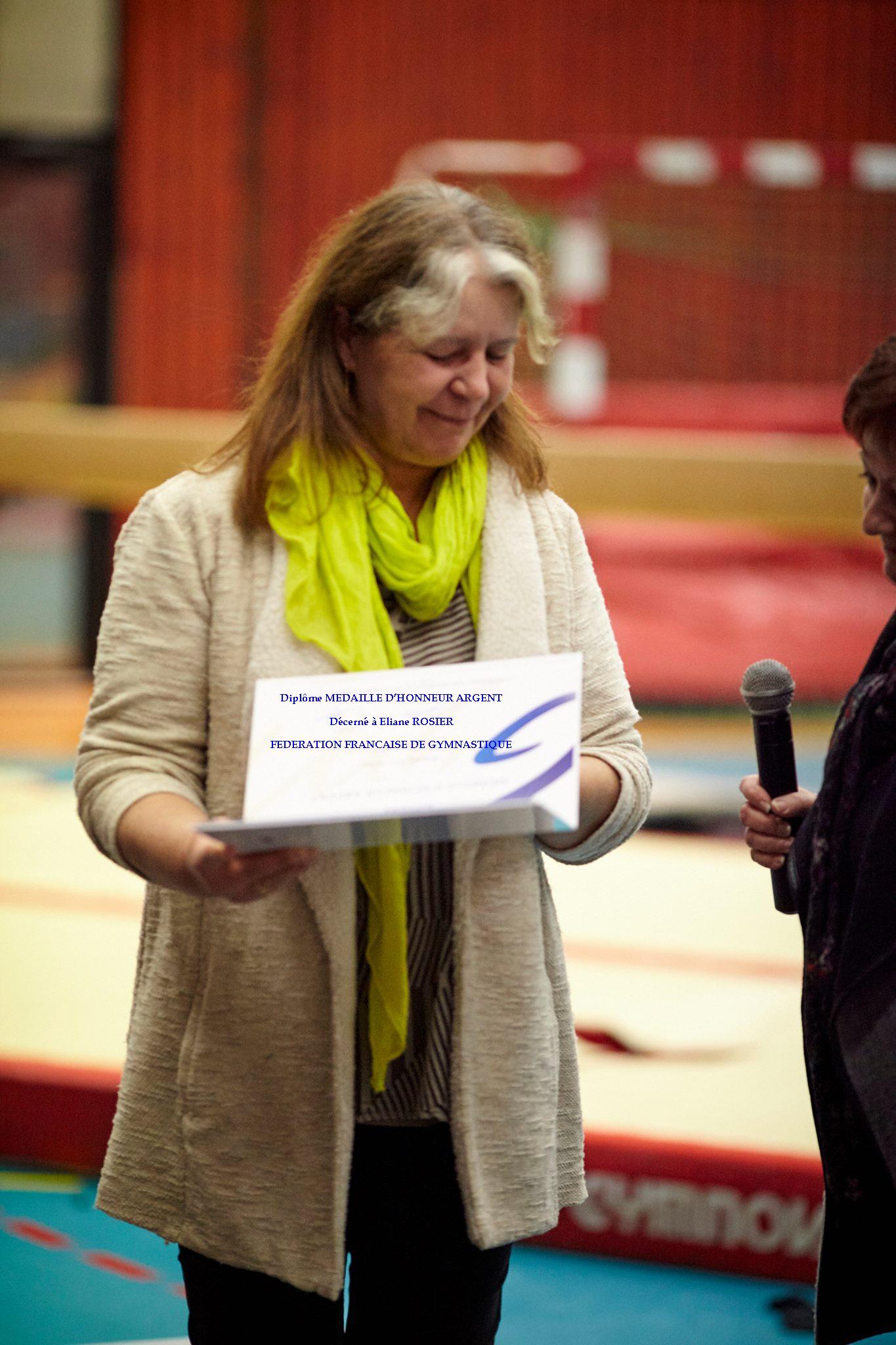 La médaille d'honneur fédérale d'argent à Eliane Rosier